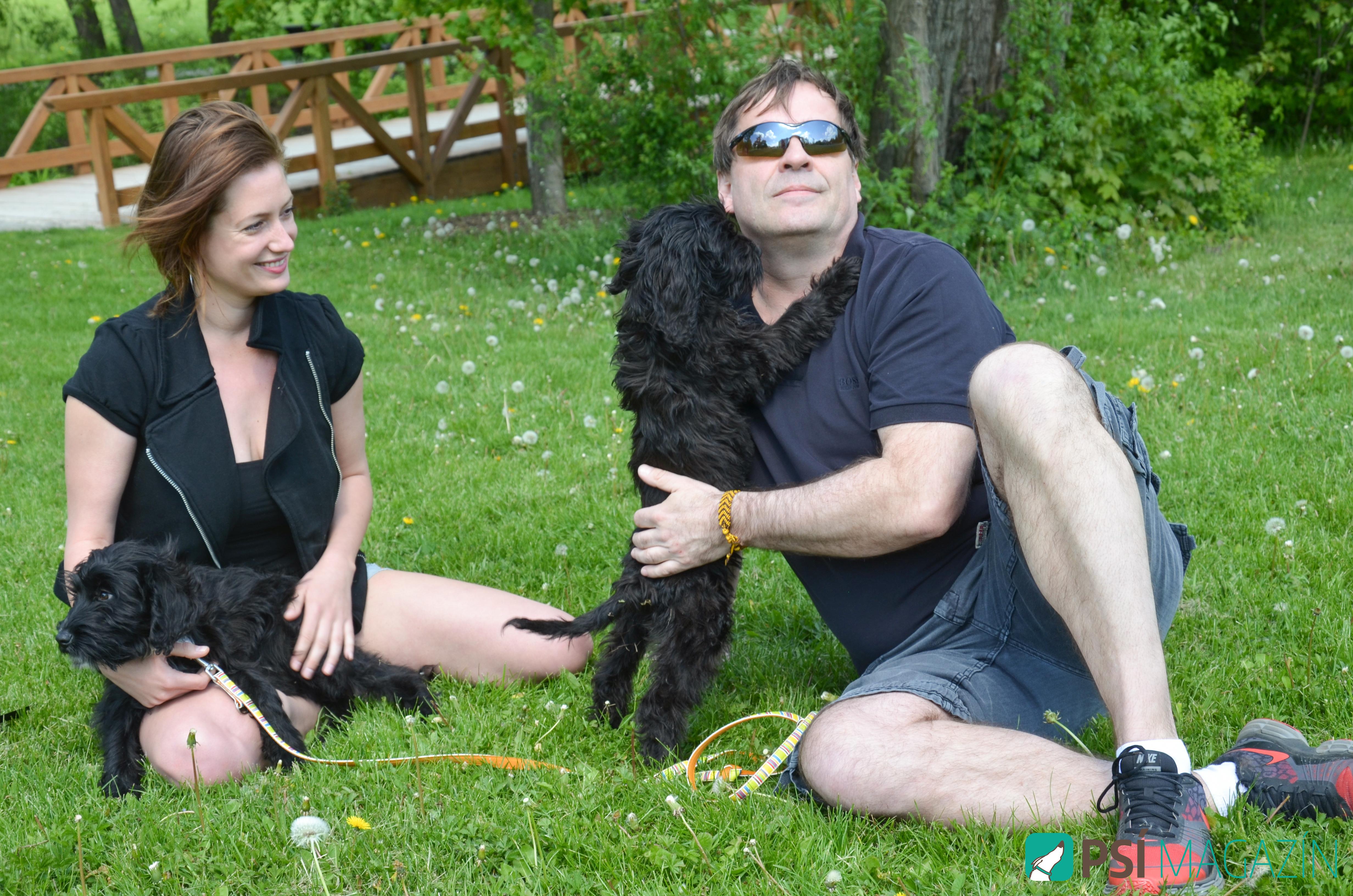Lenka a Miroslav se štěňaty Kubou a Vojtou z útulku DOGPOINT
